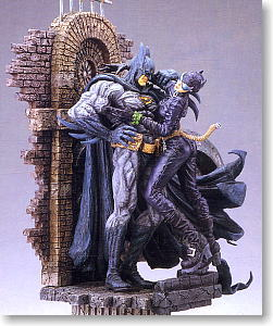 BATMAN & CATWOMAN - THE KISS STATUE - Page 2 10038807