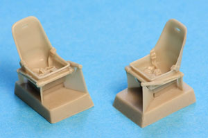 Bf 109 A, B, C, D, E Seat with harness (x2) (Plastic model)
