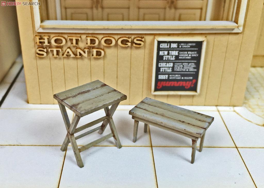 Small Table Set (Plastic model) Images List -> Petite Table Plastique