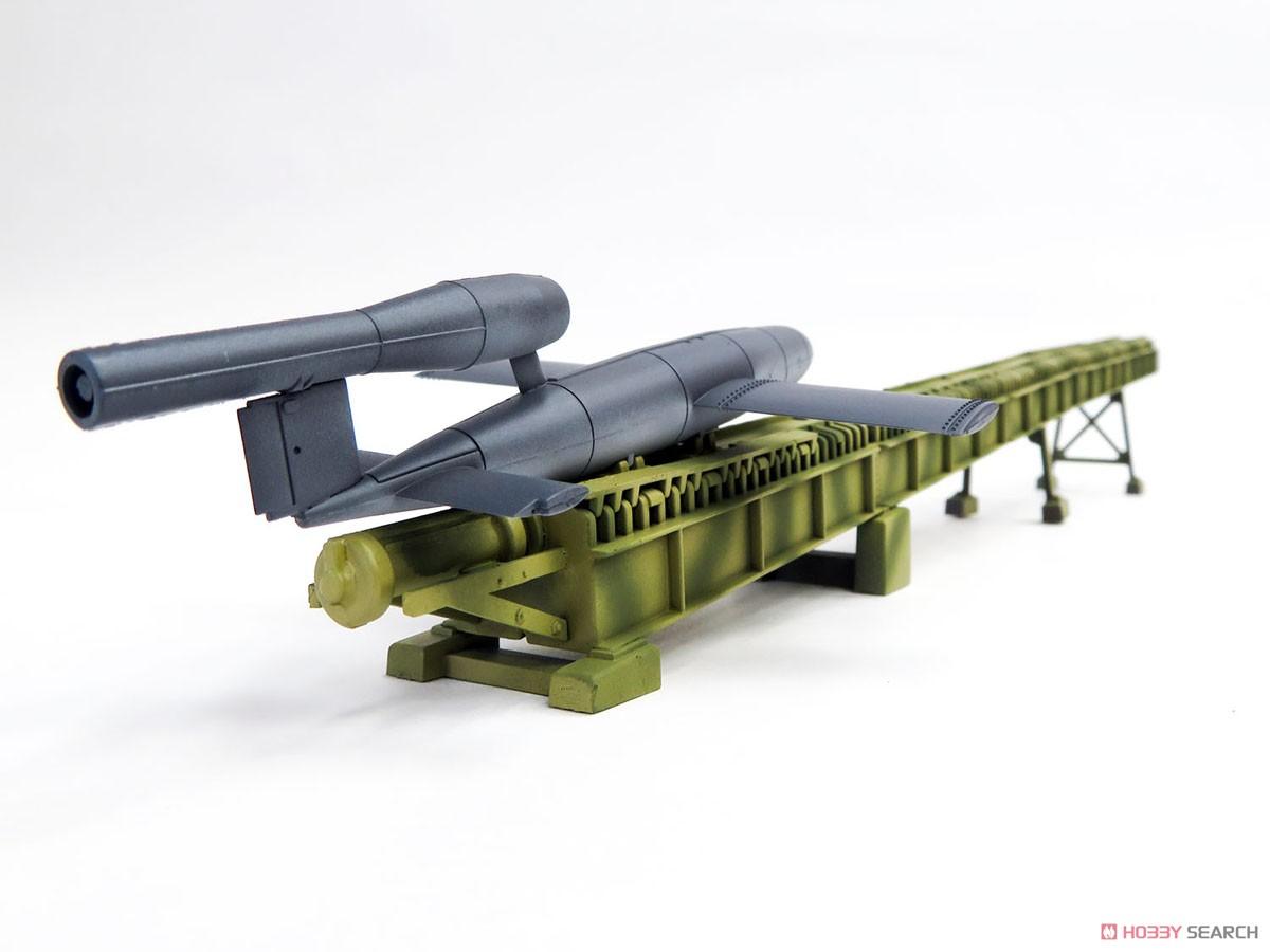ドイツ WWII V1ミサイルw/発射台 (プラモデル)