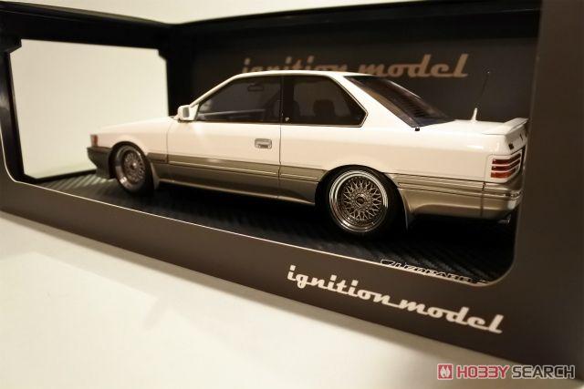 Nissan Leopard 3.0 Ultima (F31) White (ミニカー)