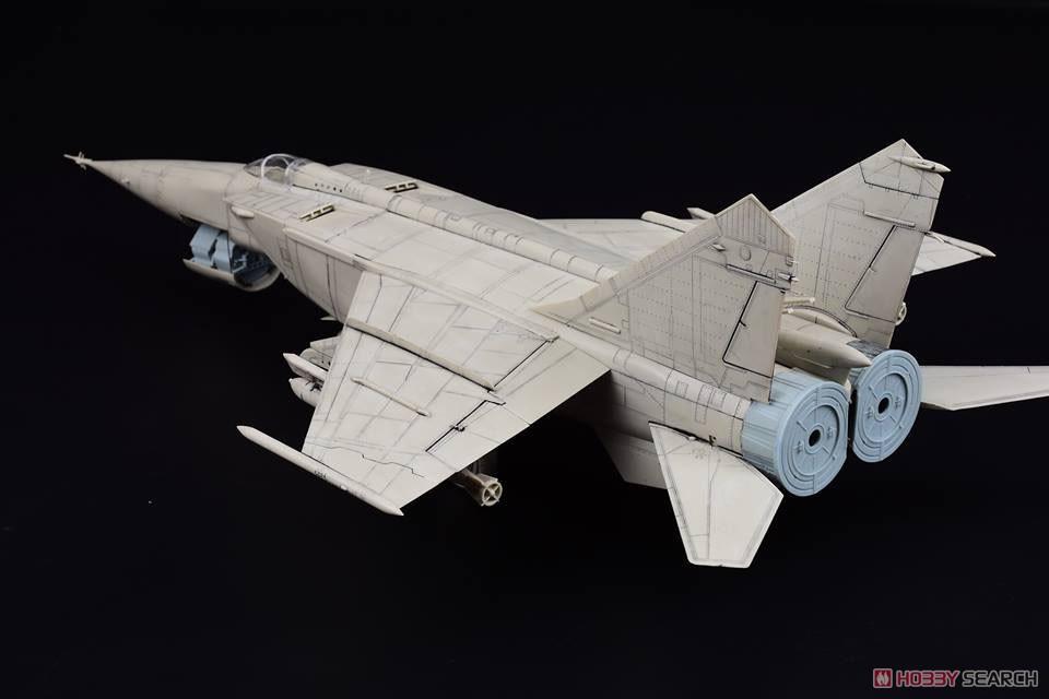 MiG-25 RB/RBS フォックスバット (プラモデル)