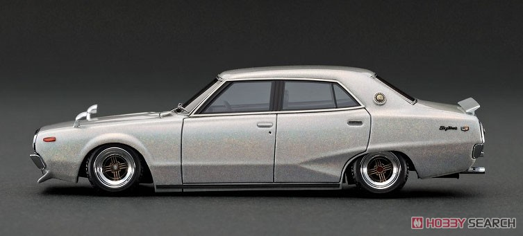 Nissan Skyline 2000 GT-X (GC110) Metallic White / Purple (ミニカー)