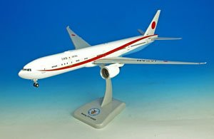 B777-300ER Japanese Air Force One with Landing Gear/Stand (Pre-built Aircraft)